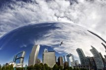 Beliebte Touristenattraktion: das Cloud Gate im Millennium Park  (Foto: choosechicago.com/Cesar Russ Photography)